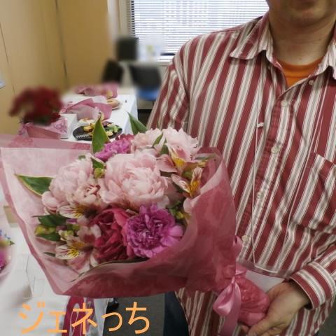 芍薬美人の花束を渡すイメージで