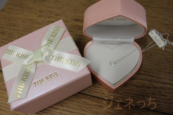 THE KISS ラッピングジュエリーボックス オープンハートブルーストーン
